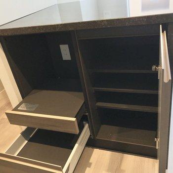 【LDK】カウンター下には炊飯器が置けます。
