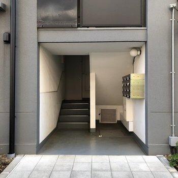 4階までは階段です。