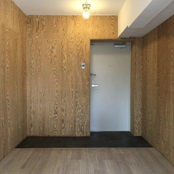 改めて玄関を。シューズラックも置けそう。※写真は1階の同間取り別部屋のものです