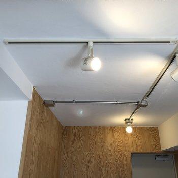 【ディテール】ダイニングの照明。無骨さがいいですよね。※写真は1階の同間取り別部屋のものです
