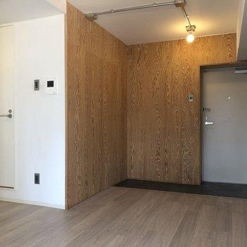 【ダイニング】左を向いて。※写真は1階の同間取り別部屋のものです