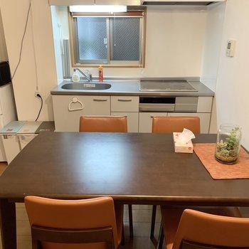 【DK】4人掛けのテーブルを置いてもスペースがあります