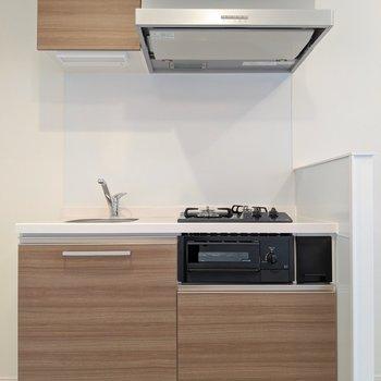 木目のキッチン素敵です。(※写真は2階の同間取り別部屋のものです)