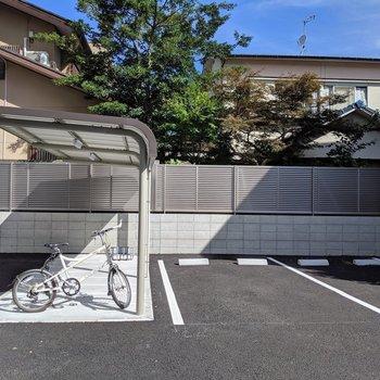 駐輪スペースや駐車場もゆったり。