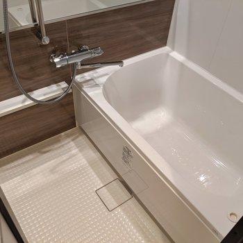 こんなお風呂なら長湯しちゃう♫(※写真は2階の同間取り別部屋のものです)