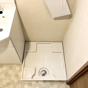 脱衣所に洗濯機があると脱いだ服をすぐ洗えていいですよね。