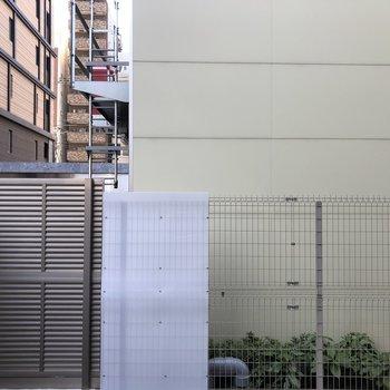 お部屋からは向かいの建物が見えました。