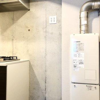 冷蔵庫はキッチンの右横に。