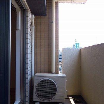 広めのバルコニー(※写真は8階の同間取り別部屋のものです)
