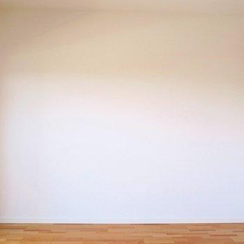 白の空間に、木目の床が映えますね(※写真は8階の同間取り別部屋のものです)