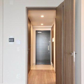 廊下側に脱衣所。