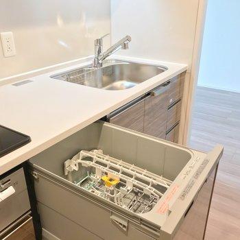 食洗機も備え付け。お料理がますます楽しくなりそう……!