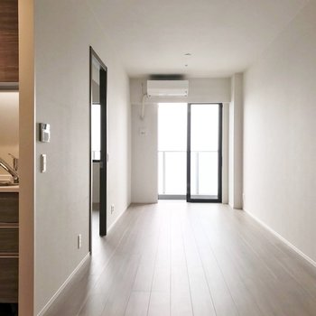 淡い色の内装は、置く家具のテイストを選びません。
