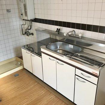 キッチン奥には洗濯機置き場。干し忘れがなさそうです!