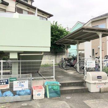 駐輪場やゴミ置場は敷地内に。