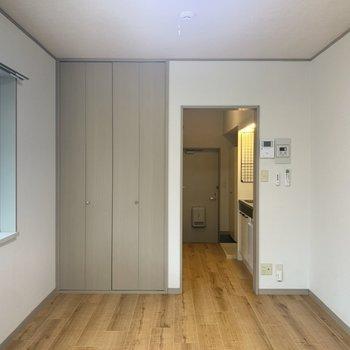 シンプルな内装です。※写真は1階の同間取り別部屋のものです