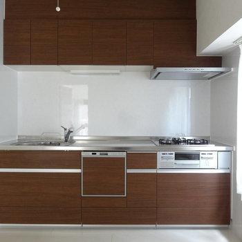 大きなシステムキッチン!ビルトイン食洗機つきです!