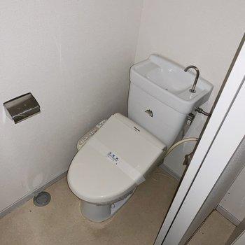 トイレはウォッシュレットつき◎(※写真はフラッシュを使用しています)