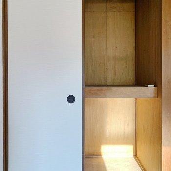 【洋室①6帖】収納は押入れなので、奥行きたっぷりです◎