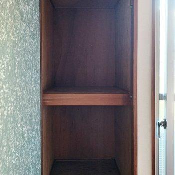 【洋室②6帖】こちらにも押入れタイプの収納が。ボックスなどで無駄なく使いましょう。