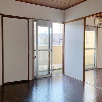 【洋室②6帖】戸は開けておいても開放的に使えそう◎(※小物は見本です)