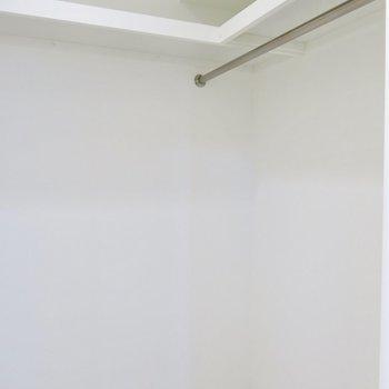実は玄関横にも広いウォークインクローゼットがありました!(※写真は3階の同間取り別部屋のものです)