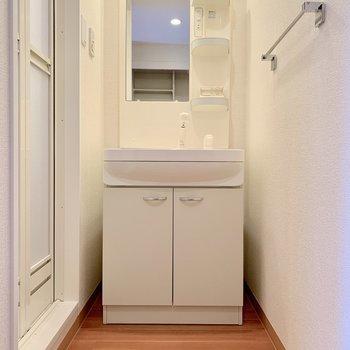 パーテーションを置くと脱衣所としても機能しそうです※写真は2階の反転間取り別部屋のものです