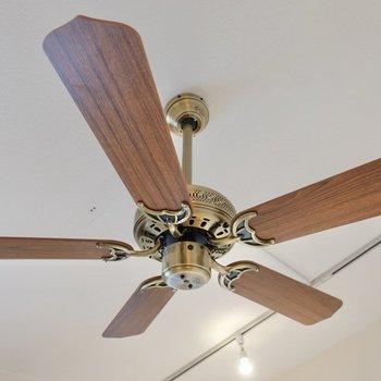シーリングファンのおかげで、暖房の効率も上がりますね。
