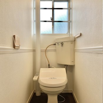トイレはリニューアル!ちょっぴりレトロなのがまたかわいい。