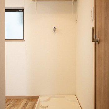 洗濯機の上に棚があるのがありがたい!
