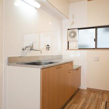 一人暮らしなら十分な大きさのキッチン。