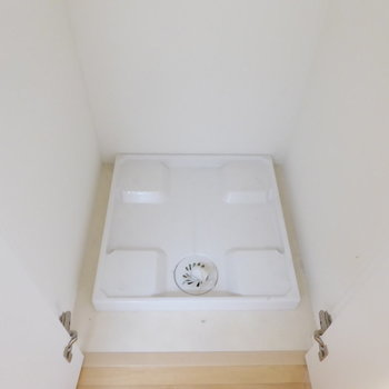 洗濯機は収納扉で隠せますよ!(※写真は10階の反転間取り別部屋のものです)