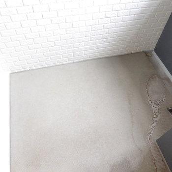 ベランダはコンパクト(※写真は10階の反転間取り別部屋のものです)