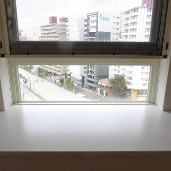 この窓側にベッドを置きたいなぁ(※写真は10階の反転間取り別部屋のものです)