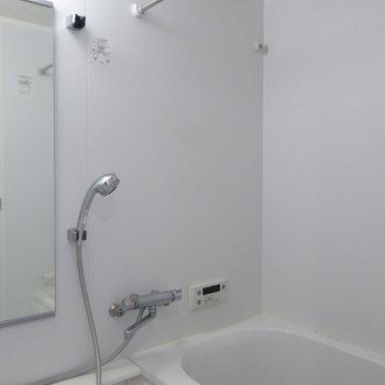 浴室もホワイトでまとまっています!(※写真は10階の反転間取り別部屋のものです)