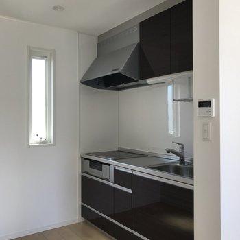 【LDK】キッチンはリビングと隣接しています