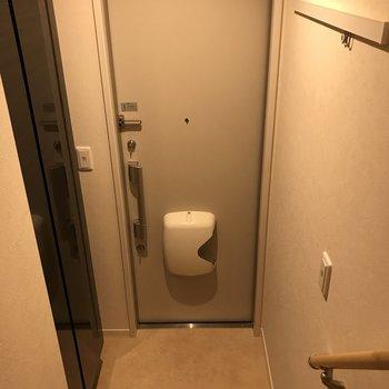 玄関には十分なスペースがありますね