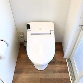 反対側にトイレがあります