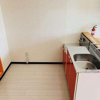 キッチンはこちら。ゆとりあります。