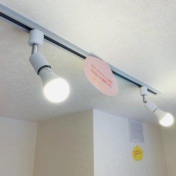 LEDライトで調光も可能。