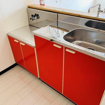 赤いキッチン♪コンロはご用意ください
