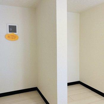 こちらは収納スペースかな?寝具や収納ケースを置こうかな