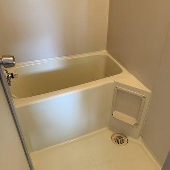 シンプルに人用のお風呂場
