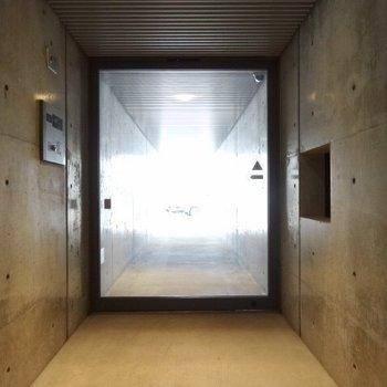 この扉を抜ける時、宇宙ステーションを思い浮かべました笑
