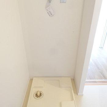 洗濯パンは洗面うしろに(※写真は8階の同間取り別部屋のものです)