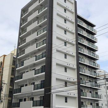 10階建てのキレイなマンション