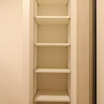 【下階】洗濯機置き場の反対側には、ゆとりのあるシューズボックス。※写真は前回募集時のものです
