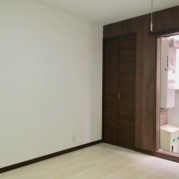 クローゼットは小さめかな。※写真は4階の同間取り別部屋のものです