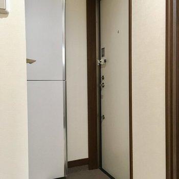 玄関は小さめで三角形でした。※写真は4階の同間取り別部屋のものです