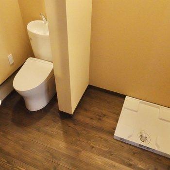 洗濯機置き場・トイレも脱衣所にまとまっていますよ。